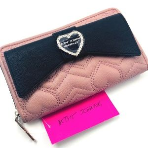 BETSEY JOHNSON MAUVE QUILTED WALLET W/ BLACK BOW